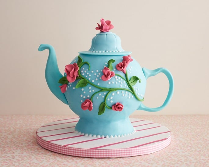 Teapot shaped cake