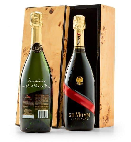 Luxury birthday gifts - Looking for an impressive birthday gift? Impress him or her with a personalized bottle of Mumm champagne!