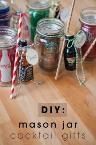 How cute are these DIY mason jar cocktail party favors?