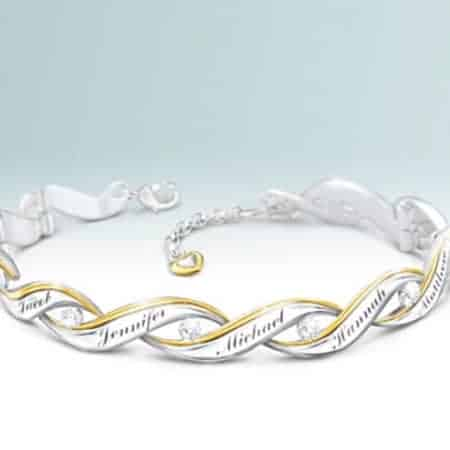 Impress your mother with this stunning diamond bracelet that features up to 10 loved one's names.