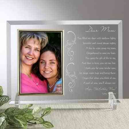 Let Mom know how much you love her with this gorgeous picture frame that features a heart-felt message of love.